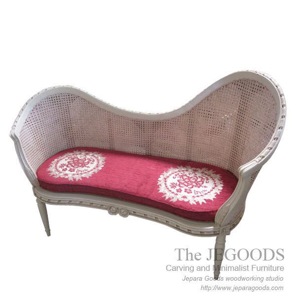 love seat bench,jual shabby chic furniture jepara,model bangku vintage rotan jepara,white painted furniture,furniture ukir jepara cat putih duco,model mebel klasik cat duco jepara,shabby chic jepara vintage