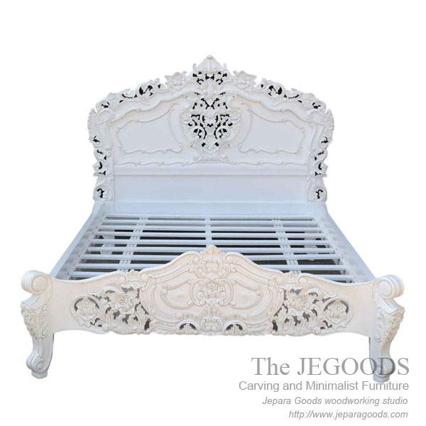 bed rococo,carving rococo furniture jepara,tempat tidur ukir jepara,model tempat tidur rococo,bed white painted furniture,furniture ukir jepara cat putih duco,model mebel klasik cat duco jepara,shabby chic jepara vintage,carving furniture bed set
